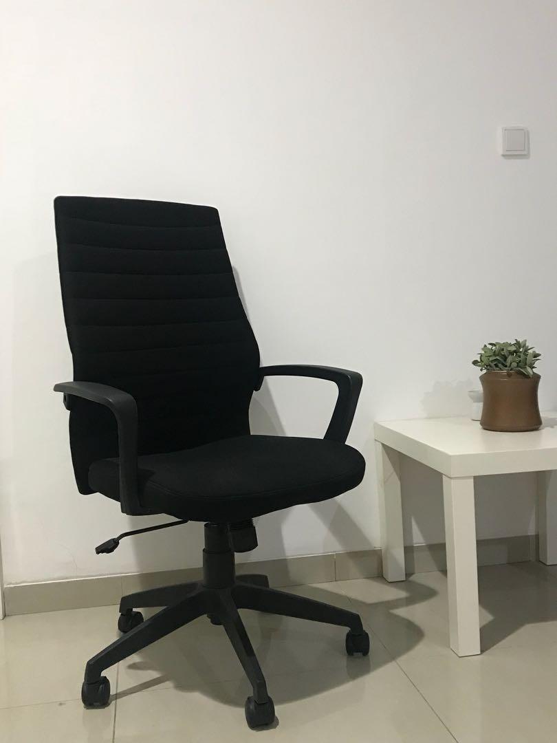 106 Kursi Kantor Enak Terbaru