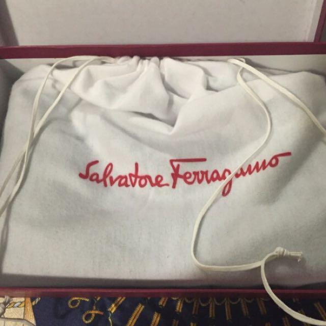 (Negotiable) Authentic Salvatore Ferragamo Shoulder Bag - Medium