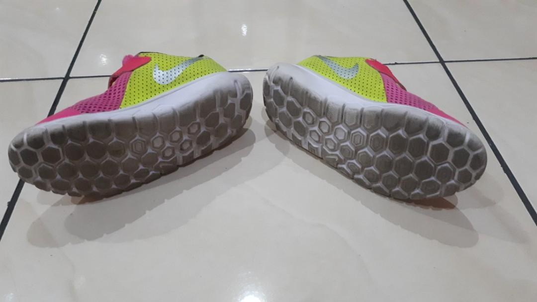 Sepatu anak nike (girl)