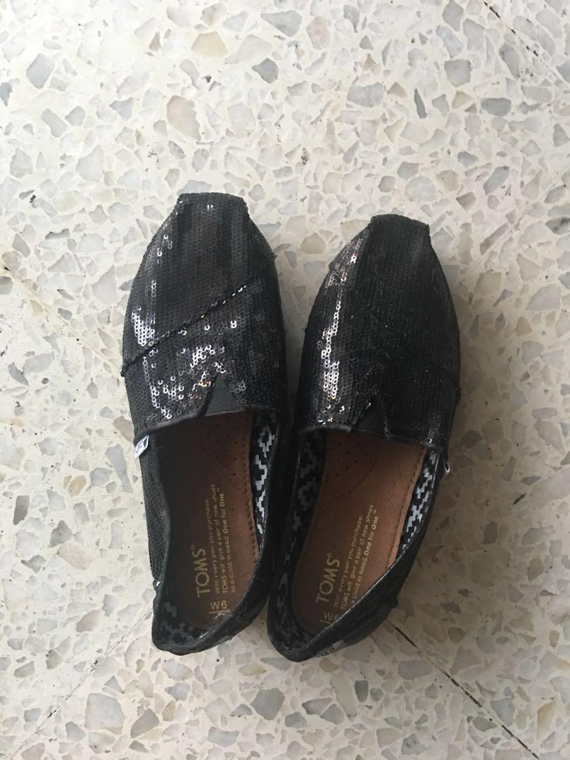 697a47260ed8 TOMS Black Sequin Shoes (Women), Women's Fashion, Shoes, Flats ...
