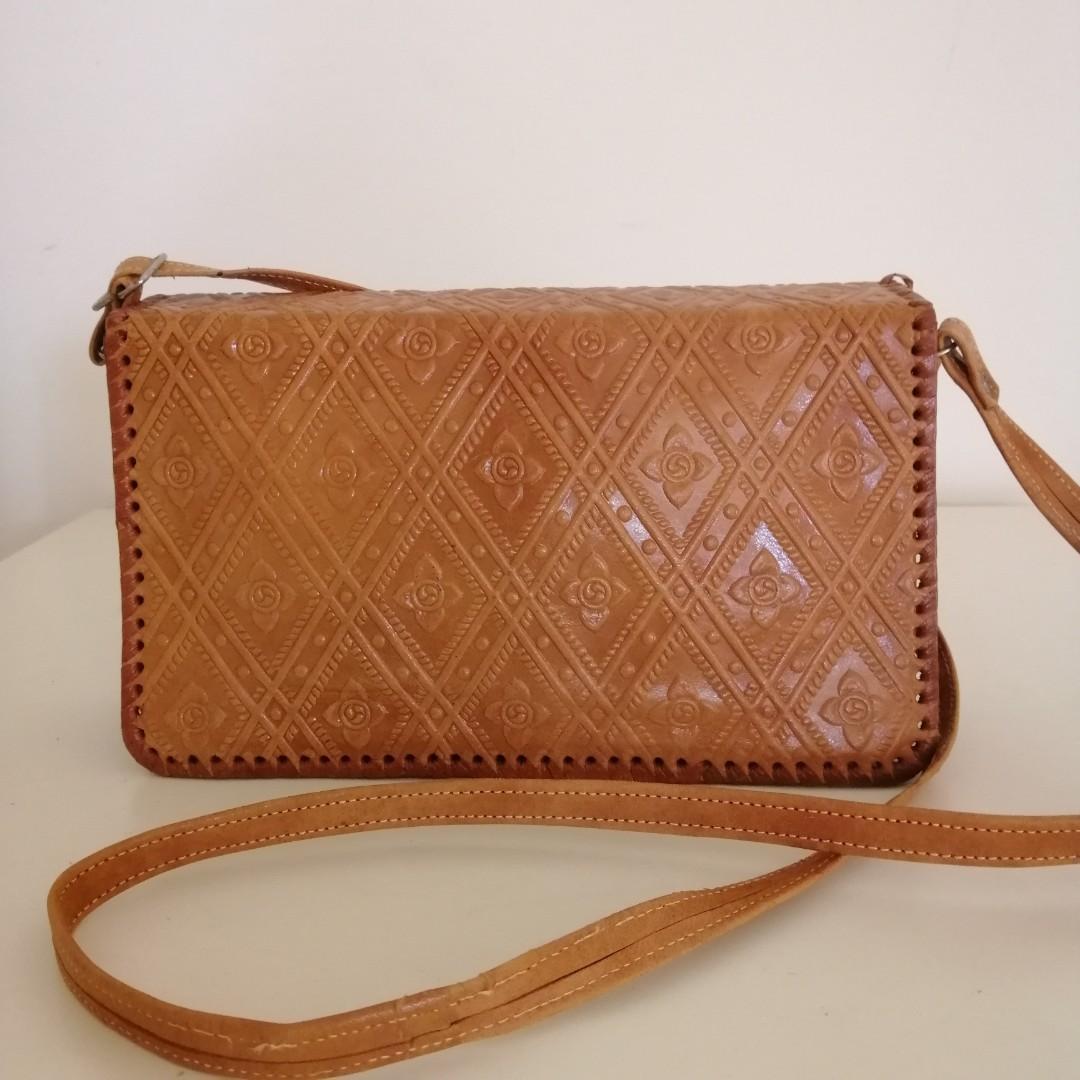 Vintage shoulder bag