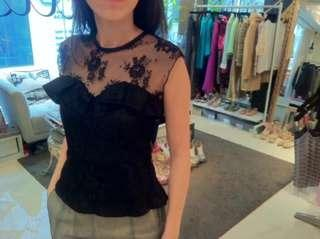 aalis's lace top in black