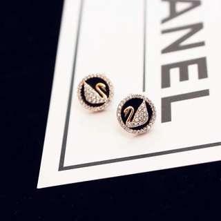 🚚 施華洛世奇標誌耳環