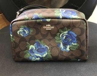 🚚 Floral cosmetic purse