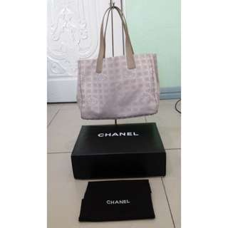 3d8b2f2fc4cf42 chanel tote bag | Luxury | Carousell Philippines