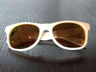 VANS shades/ sunglasses 太陽眼鏡 😎