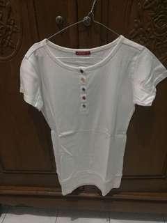 Kaos Putih kancing warna
