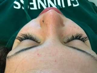 Full set of classic lash extensions - unlimited lash count