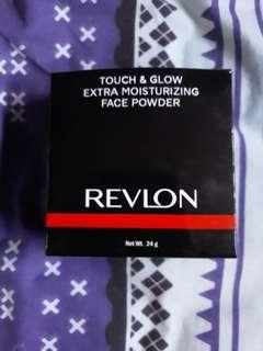 Bedak Revlon Touch And Glow Extra Moisturizing