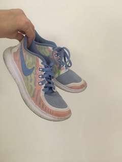 Preloved sneakers for kids