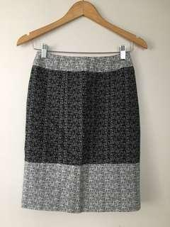 $15 SALE REVIEW midi work skirt - Sz 6