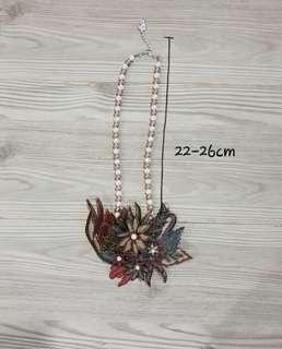 Kalung Bunga Batik Coklat