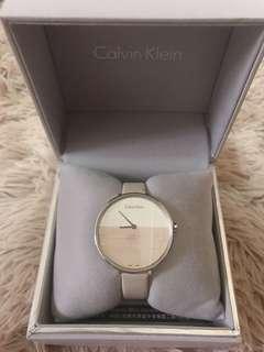 降價出清⬇️Calvin Klein 迷人晨曦海平面木紋質感皮革手錶