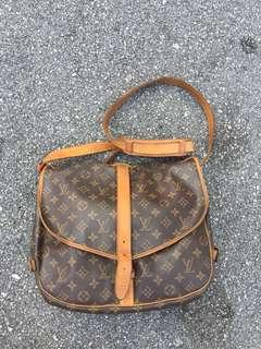 🚚 Louis Vuitton