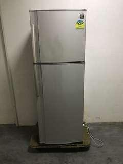 Very new sharp 312L fridge