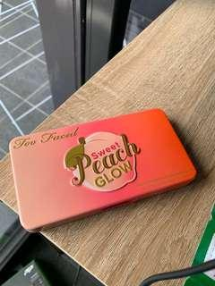 Sweet peach glow palette