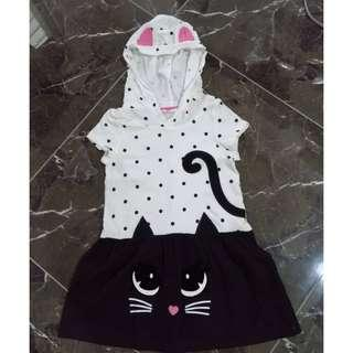 Authentic H&M girl dress with cat hoodie, size is 2 to 4 years old