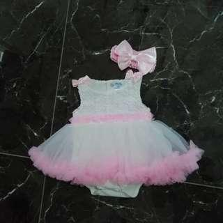 Brand: Anakku baby girl tutu romper with hair band. Size: suitable for 3 to 9mths old