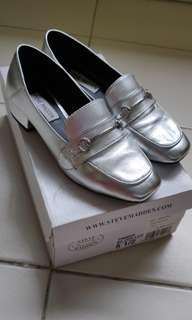 🚚 Steve Madden silver loafers