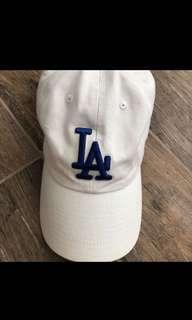 🚚 LA帽子