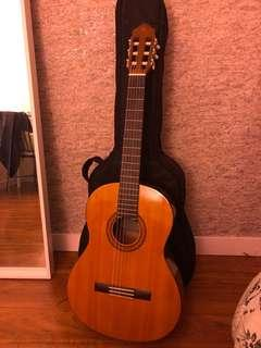 Yamaha c40 beginners guitar great condition comes with guitar case
