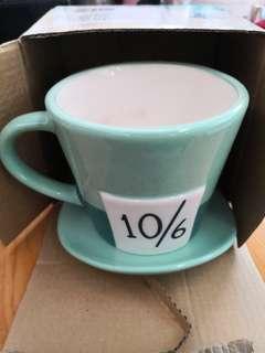 🚚 Alice Hat mug