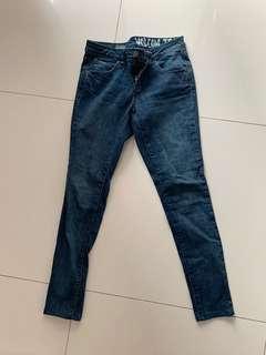🚚 Volcom women jeans waist 25