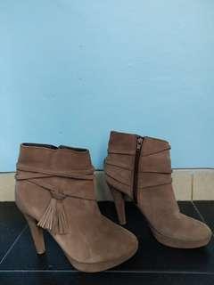 Invito Ankle Boots 37