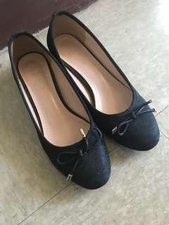 黑色高跟鞋(舒適粗矮跟)