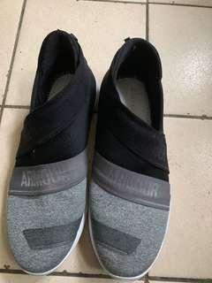🚚 UA休閒鞋
