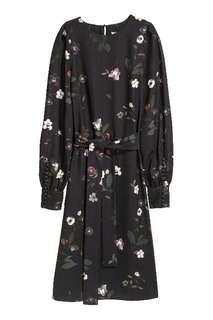 H&M Widecuff Dress