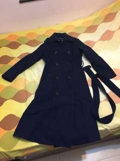 深藍色長外套