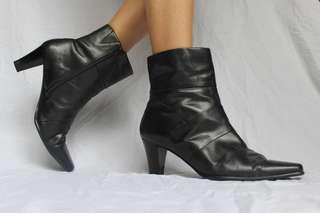90s true vintage black leather ankle boots