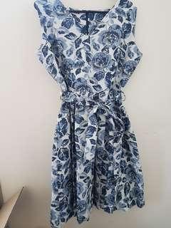 Blue flows pattern dress