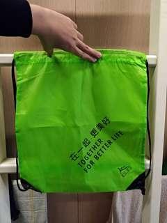🚚 螢光綠束口後背袋