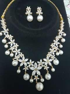 🚚 Crystal Pearl Necklace Set