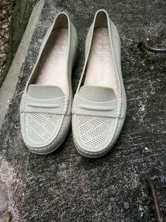 Sepatu bara bara
