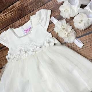 This full set comprise of Aqiqah dress , lace shoe and flower headband 👗👑👠