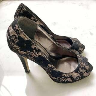 TANGS STUDIO open-toe court heels in black lace
