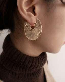 🚚 FREYJA 經典C字條紋耳環