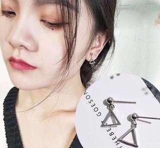 🚚 BN Triangle Earring