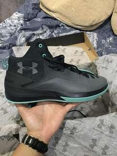 Sepatu basket Under Armour Rocket 3