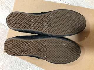 Black canvas shoes Vans