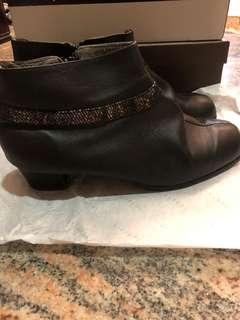 LEATHER BOOTS
