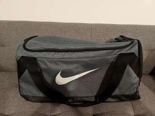 🚚 Nike Duffle Bag medium (used only once)