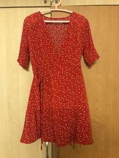 🚚 Red Floral Wrap Dress