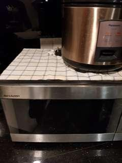 Moving out sale : microwave oven