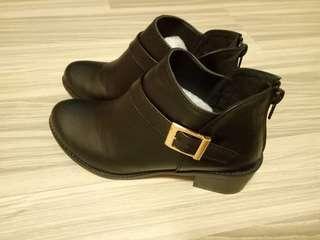🚚 23黑色短靴,近全新