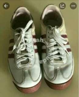 Kasut jogging adidas
