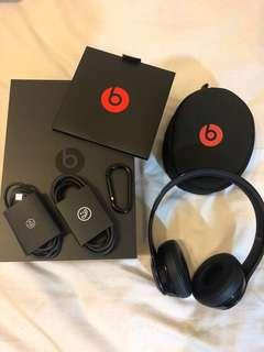 Beats Solo3 Wireless Headphones Glossy Black w original box (tracked postage included)